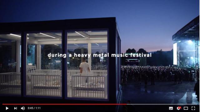 【海外CM】爆音のメタルフェス会場でも赤ちゃんがぐっすり眠れるか実験! ガラスメーカー自慢の防音ルームの効果やいかに