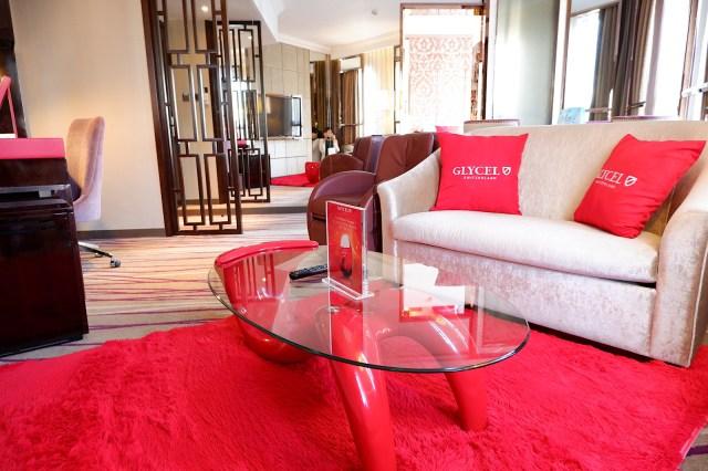 【面白ホテル】香港に「競馬」「海中」「エステ」などテーマ別に楽しめるホテルがあった! 「ドーセットワンチャイ香港」の美容家電使い放題&エステつきに泊まってみたよ