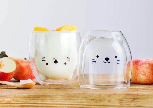 ドリンクを注ぐと動物のお顔が現れるグラスがきゃわゆい! 保温性もあるスグレモノです♡
