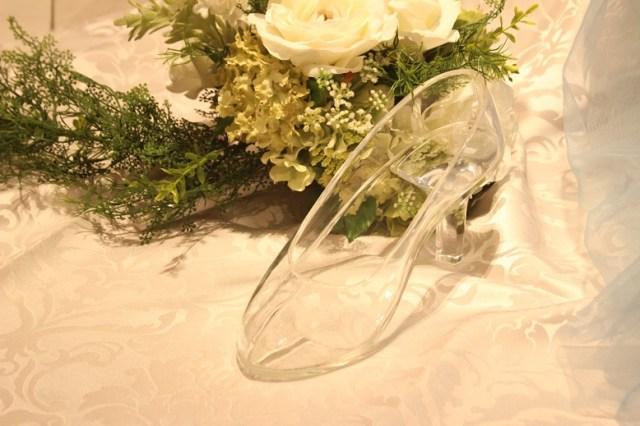 50万円のホテルのプロポーズプランが攻めすぎぃいい! ディナー後にガラスの靴とバラの花束、次の日はドレスを着て撮影です