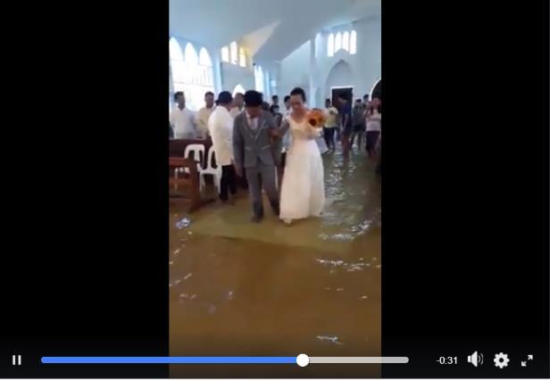 それでも結婚式をあげたい…! 洪水で教会が浸水しても結婚式をどーーしてもあげたかったカップルが話題になっています