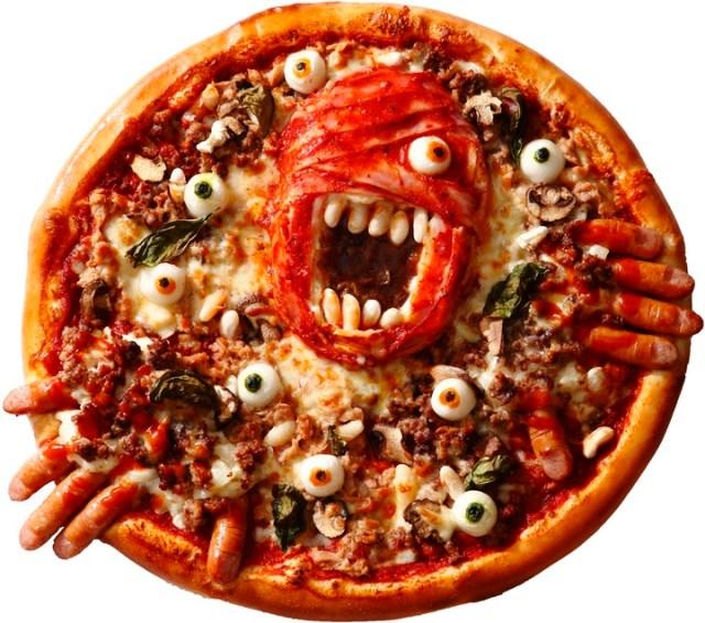 ピザの上でうごめくゾンビと目玉がグロテスク! 今年も恐怖のピザ「血まみれゾンビーノ」が帰ってきた~!