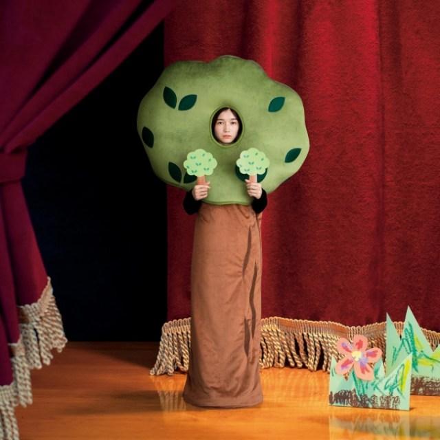 「学芸会の脇役」になれる寝袋が爆誕! 都合の悪いときは「木」になって気配を消すことも可能デス★