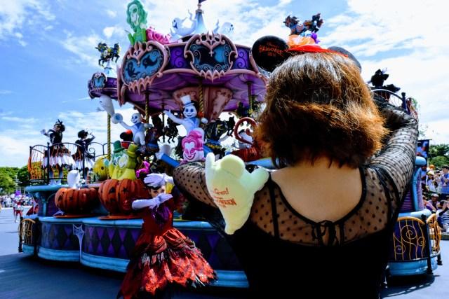 【35周年】ディズニーハロウィーンのパレードではキャストの衣装やダンスにご注目! カボチャヘアやメイクが美しいのです…