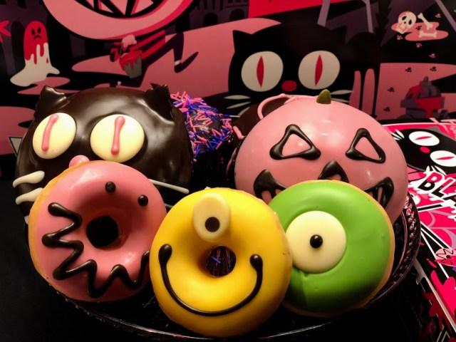 クリスピー・クリーム・ドーナツの「黒猫ドーナツ」に萌キュン! ハロウィンメニューはカラフルで濃厚クリームがたっぷりでした♪