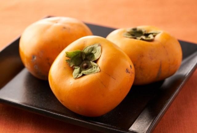 台風で傷がついた柿を「種なし台風柿」として販売! 荒天でも木から落ちなかった強~い柿なので縁起も良さそうです