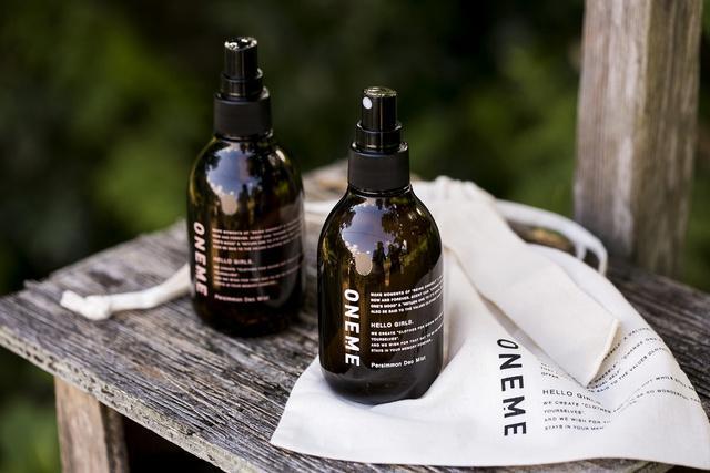 服にも髪にも肌にも使える消臭ミストが便利♪ 天然成分由来でいろんなニオイを「いい香り」に変えてくれるんだって