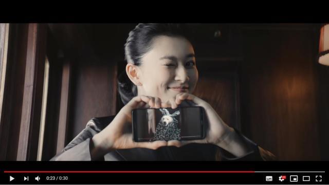 【動画あり】菊川怜の「ハズキルーペCM」をソフトバンクが全力でネタにする! 「だ~い好き♡」「お尻割り」が炸裂しているよ
