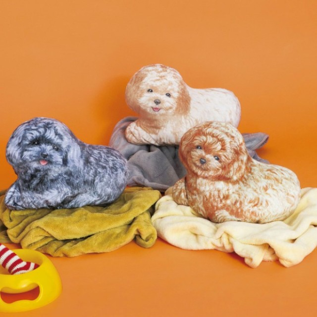 毛布をひざに掛ければトイプーを乗せてる気分に♡ 「トイプードルクッションブランケット」で愛犬との生活、始めちゃお!