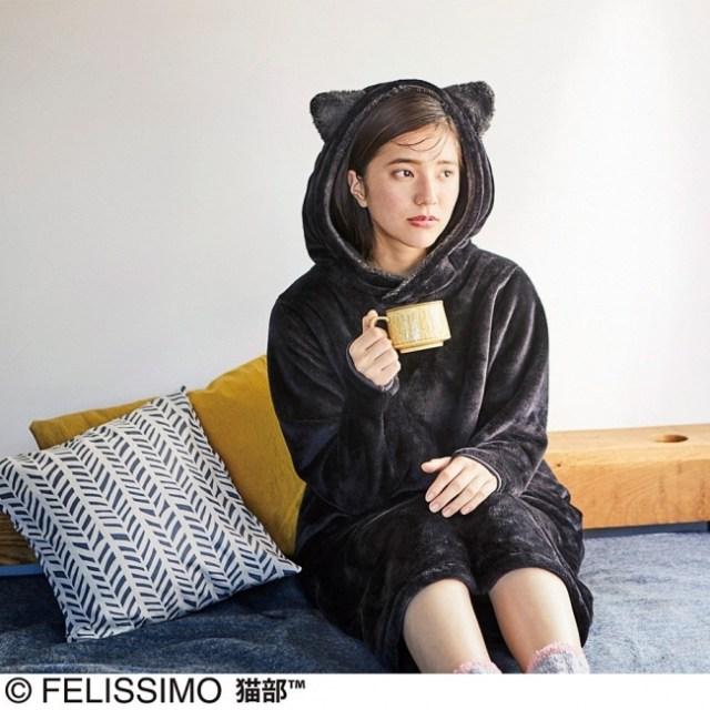 サッと着れば秒で黒猫に変身!? 肉球の色にまでこだわった「なりきり猫ワンピ」がモフモフでかわいいのです