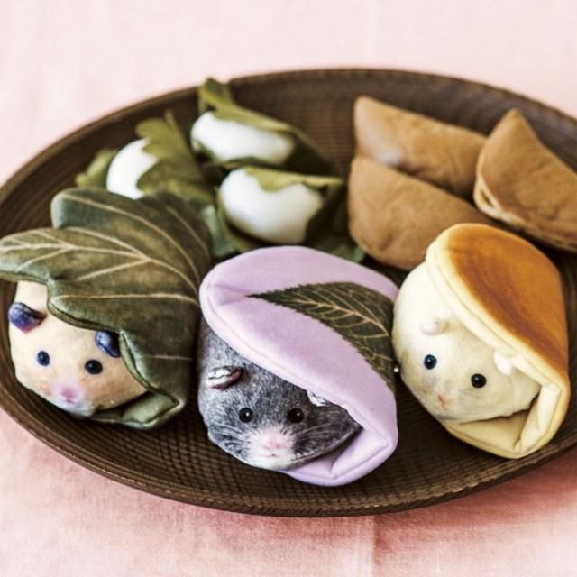 和菓子とハムスターが奇跡の融合!? フェリシモの『おもちハムスターの和菓子そっくりキーポーチ』が食べたくなるほどのかわいさ♡