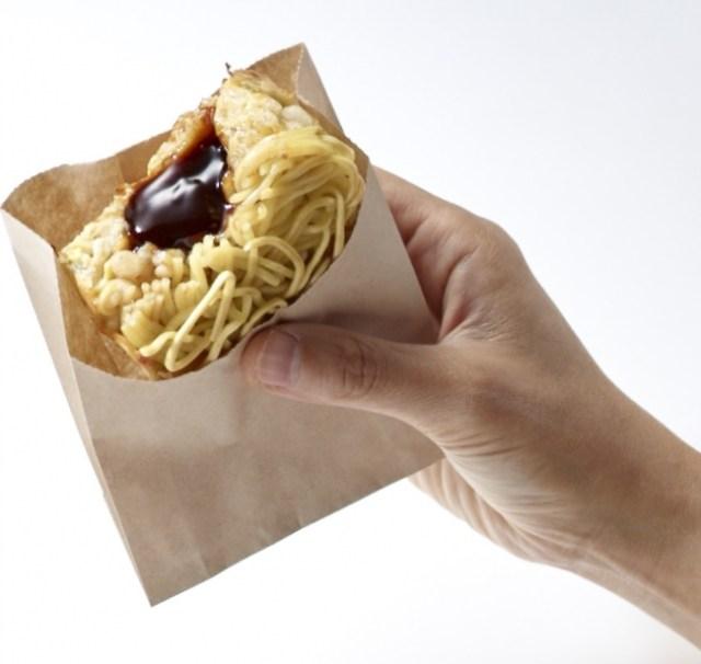 「片手で食べられるお好み焼き」のお店をオタフクソースがオープン! しかし大阪出店なのに広島風…