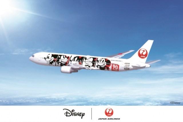 ミッキーのスクリーンデビュー90周年を記念した特別機がJALに登場! 機体も機内品もぜ~んぶミッキーだよ~!