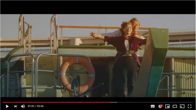 ロバート秋山&友近が出演する「タイタニック」そっくりな『船と氷山』がヤバイ! 細かいところまで全力でパロっています