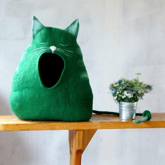 【ほっこり】ニャンコがふわぁ~っとあくびしてる「猫向けベッド」はいかが? 大きくお口を開いた表情に癒やされる…