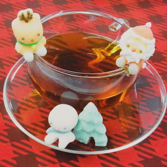 フチに飾れるお砂糖にクリスマスバージョンが登場したよ〜サンタやトナカイがコップにちょこん♪