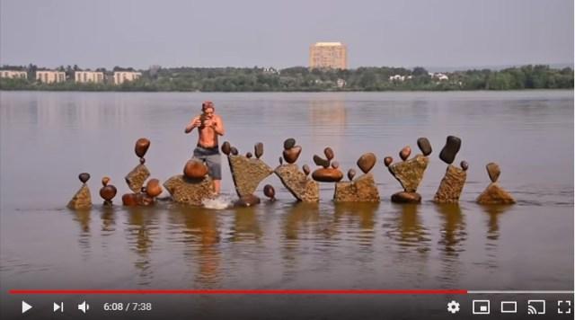 【何コレ!?】石を絶妙なバランスで積み上げる「ロック・バランシング」…その神レベルな作品たち! 間違いなくこれ芸術です