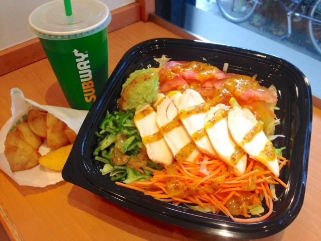 """【裏技】サブウェイは「パンなし」で注文することができる! """"大ボリュームのサラダ"""" を食べることができます"""