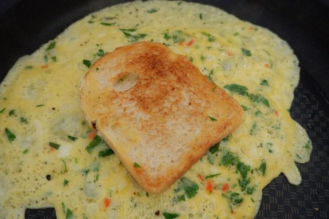 【作ってみよう】北インド名物「パン入りオムレツ」! スパイス香るエキゾチックなおいしさです♪