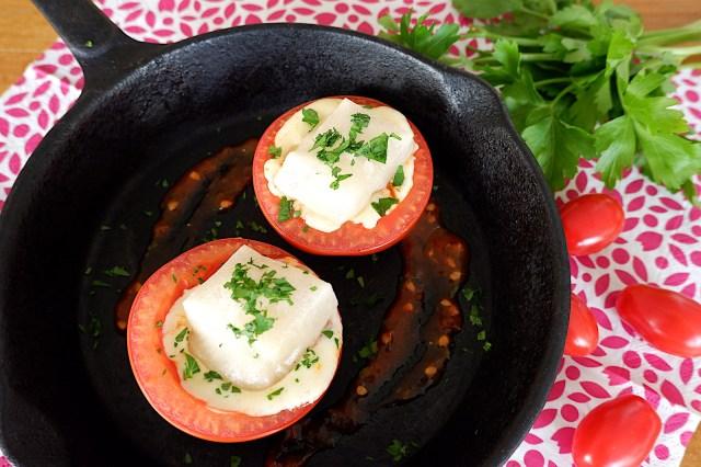 【簡単レシピ】野菜とお餅が一緒にとれる! おもちのサトウ食品の公式レシピ「餅入り焼きトマト」をつくってみた