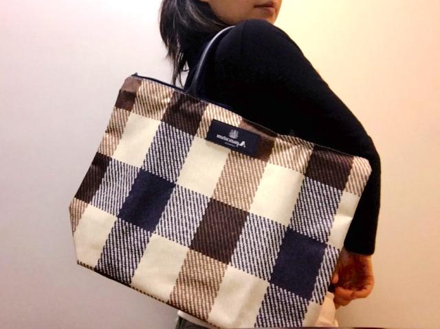 『GLOW 2月号』の付録は旅行にも使えるシックなチェック柄バッグ! アクアスキュータムのバッグとクリアケース2個のセットです♪