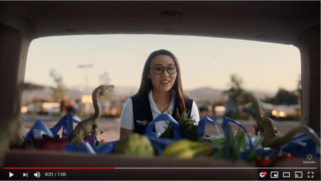 【超絶CM】ウォルマートに買い物に来たのは…有名ムービーの車たち! 『ジュラシックパーク』『バットマン』など目白押し&笑えるネタも満載の豪華さです