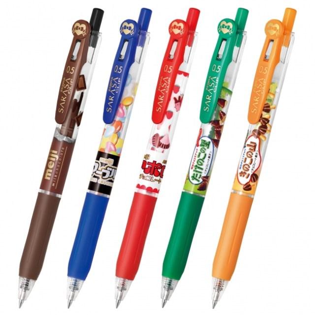 お菓子みたいなボールペンがキュート! 明治のチョコとゼブラの人気ボールペン「サラサセレクト」がコラボしたよ
