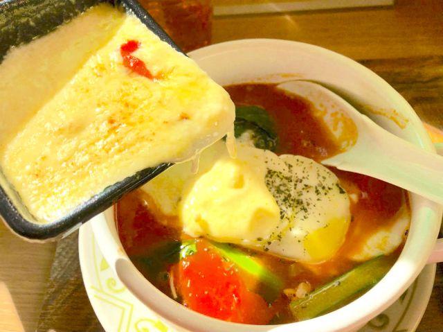 【最高】ラーメンにラクレットチーズをかけて食べる罪深さよ! 原宿限定「太陽のトマト麺」は〆までチーズ天国を味わえる魅惑の一品だった!!