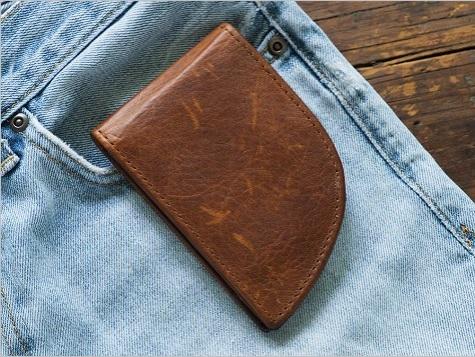 【新発想】男子の「ポケットからはみ出す」問題を解決するお財布! ポケットにジャストフィットする形の本革製財布なのです