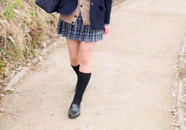 【どう思う?】寒い冬、女子生徒に「タイツ禁止!」と言う学校が話題に / 「意味がわからない」「自分もそうだった」などの声があがっています