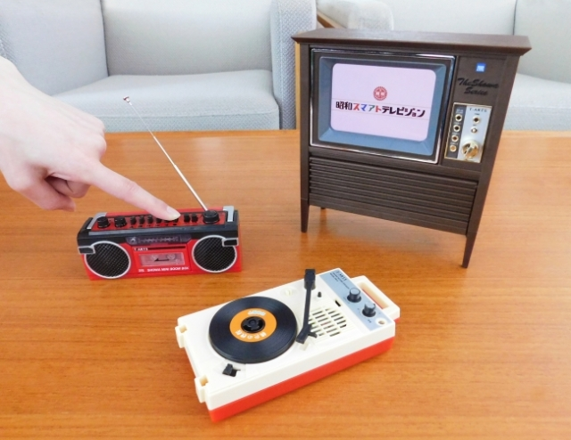 タカラトミーが本気を出した「ザ・昭和シリーズ」がすごい…人気の昭和家電で動画が見れるし音楽も聴けるよ!