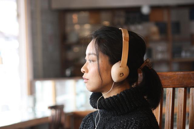 【美しい】飛騨産木材と伝統技法でつくられた「木製ヘッドフォン」! デザインも質感もサウンドも普通のヘッドホンとは違うみたい