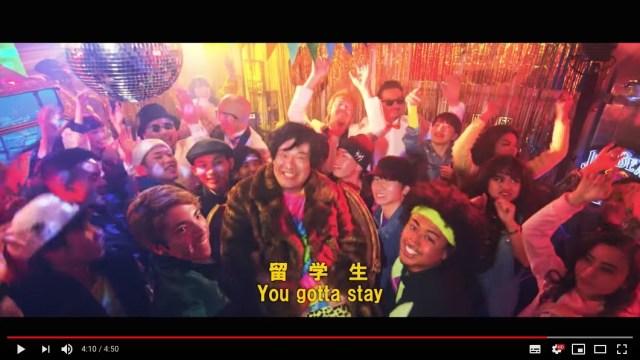 モンキーマジック × 岡崎体育の『留学生』は英語で聞くと「ダサめのラブソング」日本語で聞くと「留学生の悲哀」!! しかも隠しメッセージもある!?