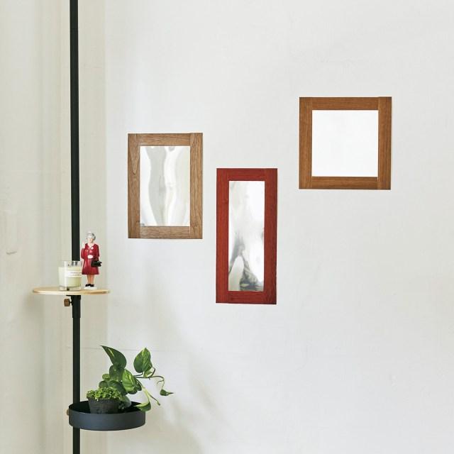 シールタイプの鏡が画期的に便利な予感! 割れないうえにペタッと貼るだけでOKだから場所を選ばないよ