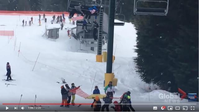 【動画あり】スキーリフトから落ちそうな男の子を意外な方法で救出 → 世界が称賛しています