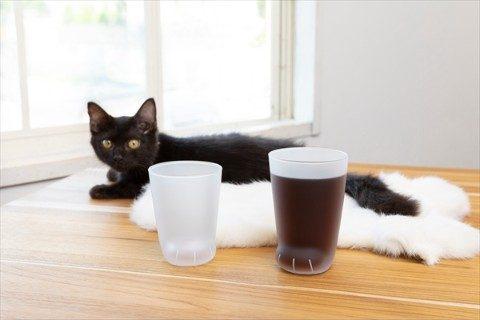 猫の前足グラスに「無地」「ヒョウ」「タイガー」が仲間入り! ドリンクの色で猫の種類が変わっちゃう!?