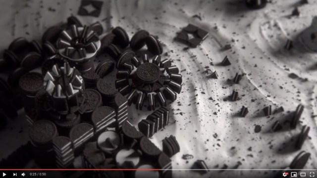 2750個のオレオで海外ドラマ『ゲーム・オブ・スローンズ』のOPを完全再現した動画がスゴすぎ! 本家と比較するとこだわりの細かさにビビります…