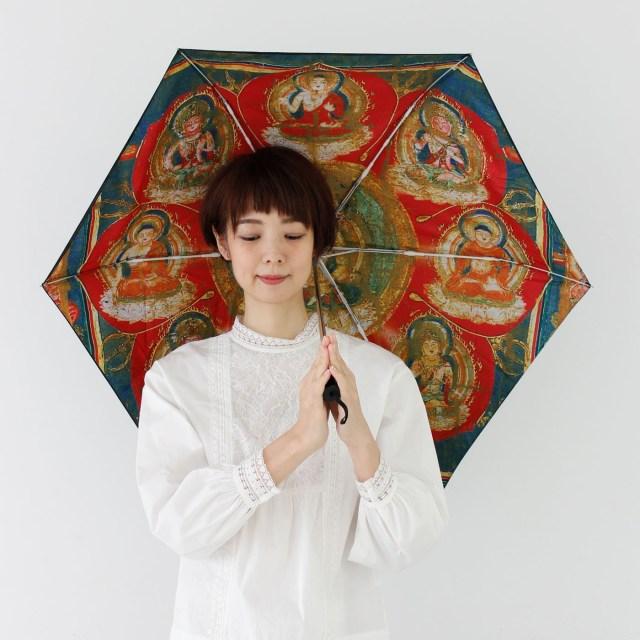 傘を開くと仏様の姿が! 「曼荼羅(まんだら)パラソル」は使うたびにありがたい気持ちになりそうです