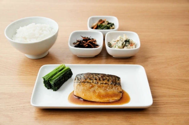 無印良品の冷凍食品に「さばの味噌煮」や「サーモンのスモーク」など魚のお惣菜6種類が仲間入り! 忙しいときの強い味方になりそう