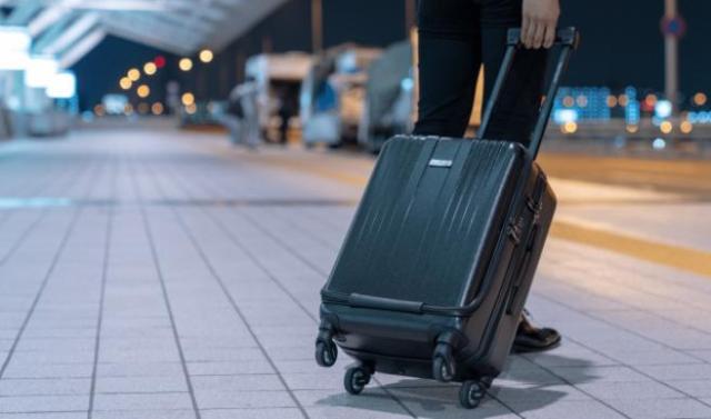 スーツケースのタイヤ部分を「車のタイヤ」に変えると快適に!? 「ゴロゴロ音がしない」「タイヤ交換できる」などメリットが多いみたいです