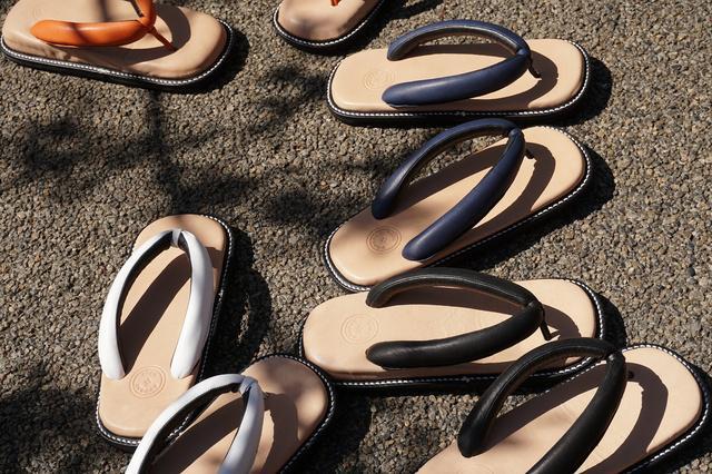 サンダルみたいな履き心地を実現した「レザー雪駄サンダル」がモダンで素敵! 革靴みたいに足になじんでいくんだって