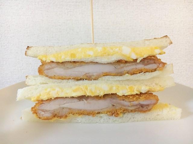 """【ファミマ公式レシピ】""""ファミマ風親子サンド""""は楽チンなのに肉汁じゅわ〜で絶品だよ!!  ファミチキをタマゴサンドに挟むだけ"""