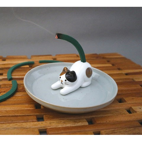 猫のしっぽ型の蚊取り線香を発見したよ〜! じわじわと燃やして虫からあなたを守ってくれます♪
