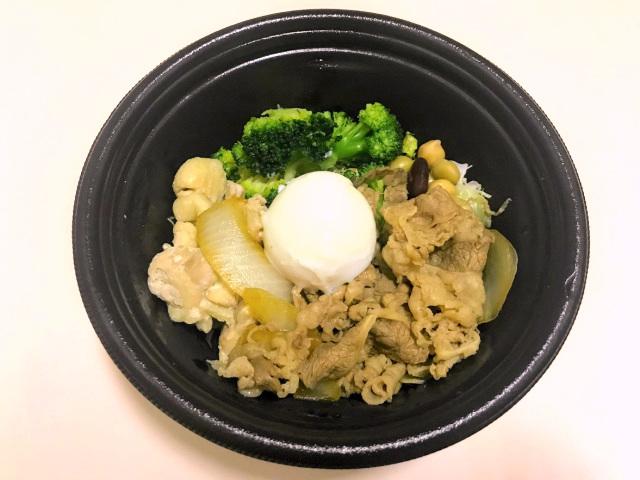女性でも食べきれる量なの?吉野家から発売された「ライザップ牛サラダ」に挑戦してみたっ!