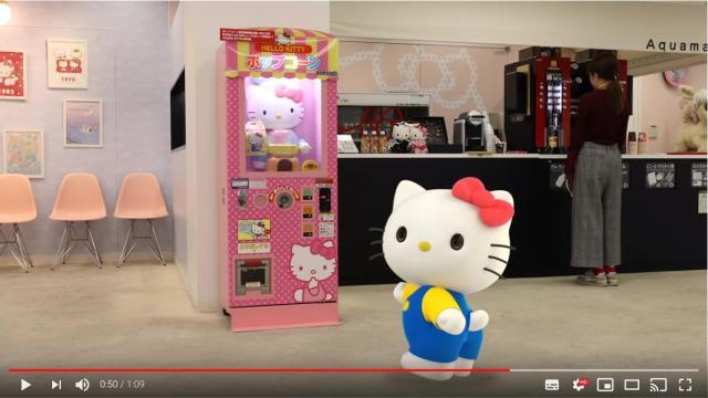 【まさかの公式】キティさんがポップコーンマシンの歌に「合いの手」を入れる動画にじわる…最後のオチにもご注目くださいっ