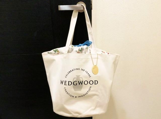 英国ブランド「ウェッジウッド」のバケツ型トートが付録に! ワイルドストロベリー柄や白&水色の配色がさわやかです♪