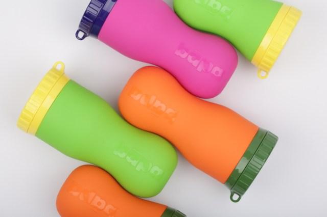 ぐにゃぐにゃと折りたためるシリコーンボトルが夏フェスなどにも最適♪ ひっくり返して洗いやすいの良いね