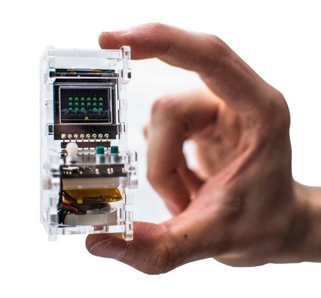 ゲーセンのゲーム機が手のひらサイズに! 操作ボタンやジョイスティックまで再現された「アーケードゲーム」にキュン♡