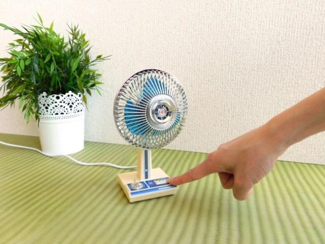 「THE 昭和」だけどちゃんと動くミニチュア扇風機! 風の種類選びやダイヤルのタイマーなど昭和っぽい機能も完備だよ♪