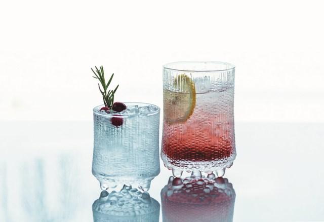 イッタラ(iittala)のカフェがメッツァビレッジに期間限定で登場! 氷をイメージしたグラスなど人気の器で食事が楽しめます♪